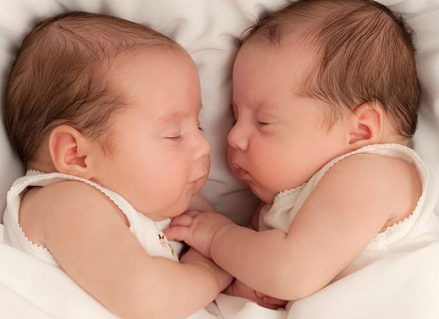 Rođeno dva para dvojki i duplo više dečaka