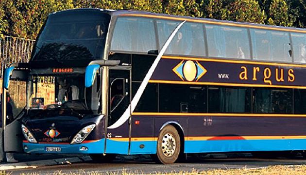 Dvoje povređeno kad je autobus sleteo s auto-puta