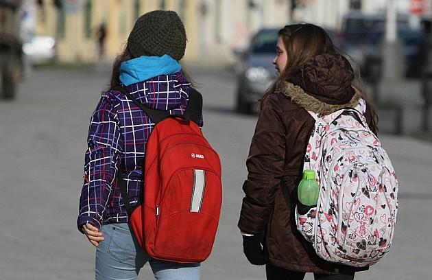Srednjoškolcima jeftinije mesečne karte