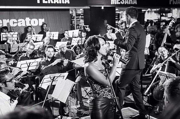 """Uz simfonijski i duvački orkestar nastavak proslave """"Dve.Nove"""""""