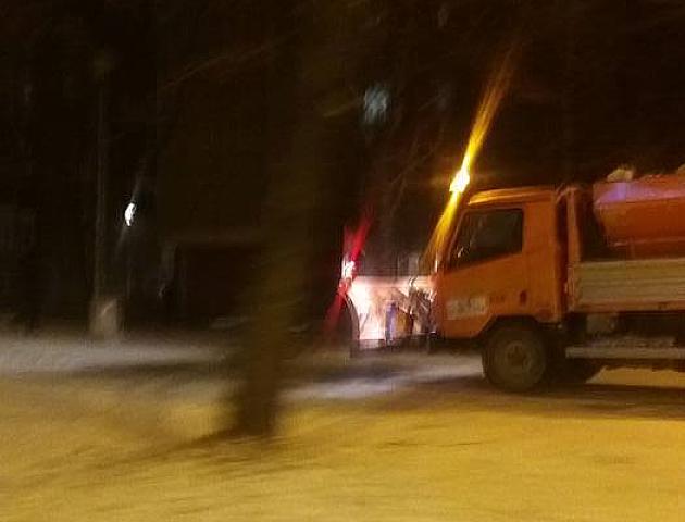 Sneg čisti 197 radnika, u gradu usporen saobraćaj
