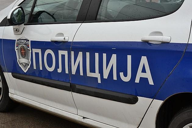 Ukrao cigarete, bežao od policije i autom razvalio rampu pri ulazu na autoput