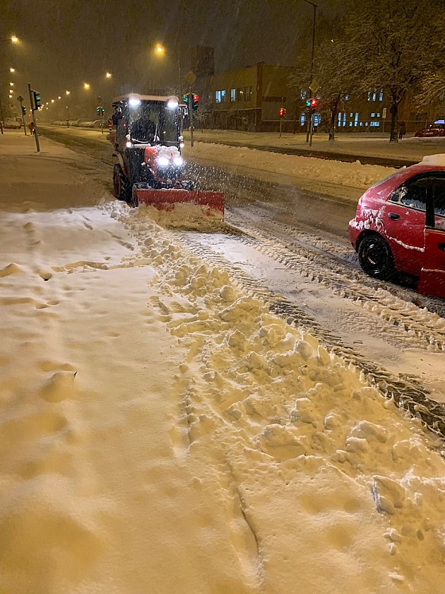 Sneg usporio saobraćaj, čiste se ulice prvog prioriteta