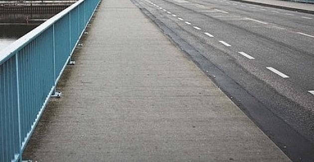 Sentandrejski most van funkcije barem do marta