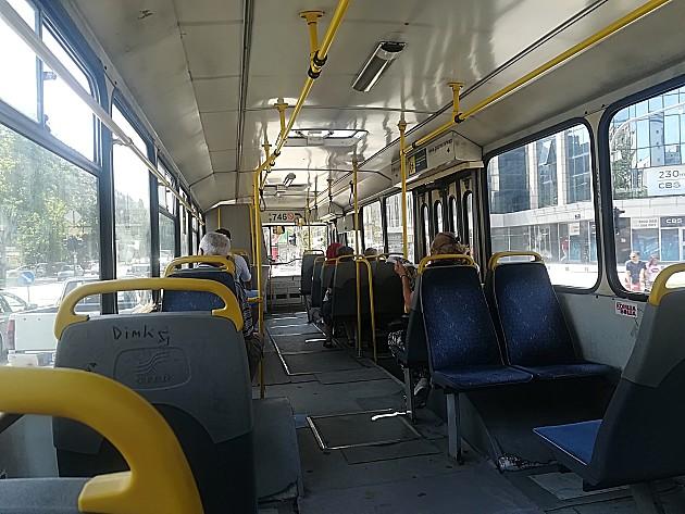 Goreo autobus na liniji 76 u Sremskoj Kamenici, nema povređenih