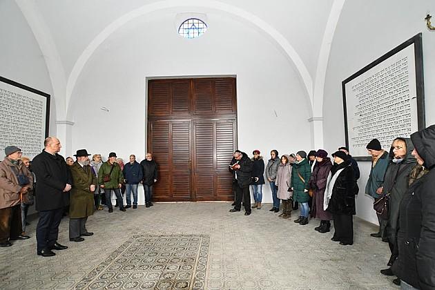 Položeni venci na spomenik žrtvama Holokausta