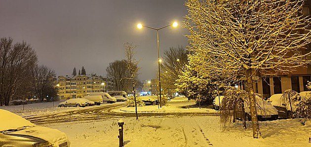 Zbog snega zimski uslovi vožnje, putevi prohodni, ali klizavi