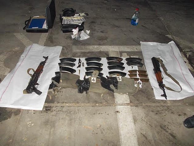 U kolima Novosađanina policija pronašla automatske puške