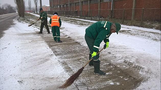 Narednih dana do 10 centimetara snega, za sada bez problema