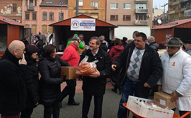 Novosađani grabili kobasice iz Turije