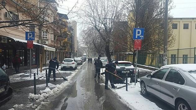 Parking mesta očišćena od snega