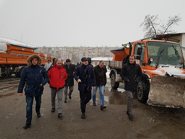 Sneg prestao da pada, Zimska služba čisti grad