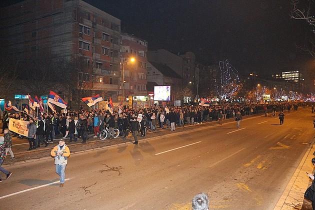 Večeras je Novim Sadom šetalo između pet i 10 hiljada ljudi