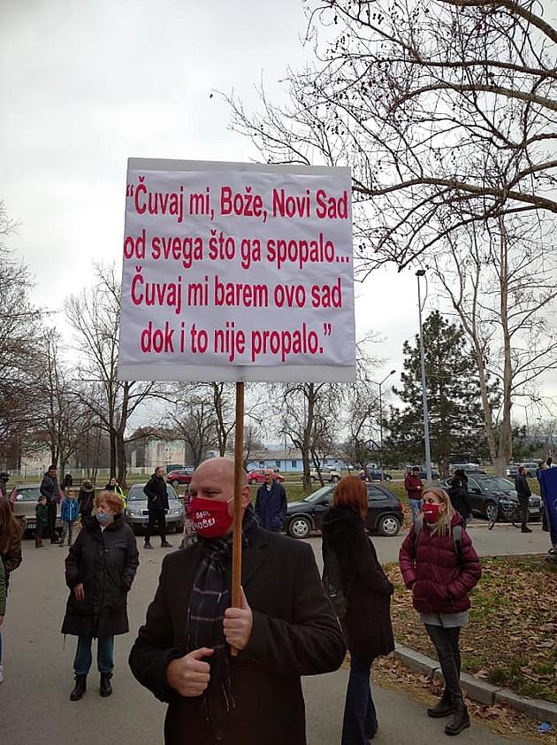 Novosađani protestovali zbog izgradnje garaža na zelenim površinama