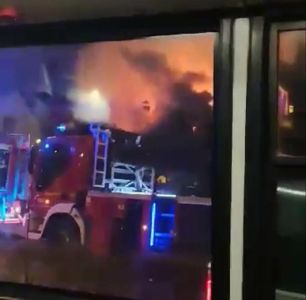 """Veliki požar u Partizanskoj ulici nedaleko od nekadašnje diskoteke """"Kontrast"""""""