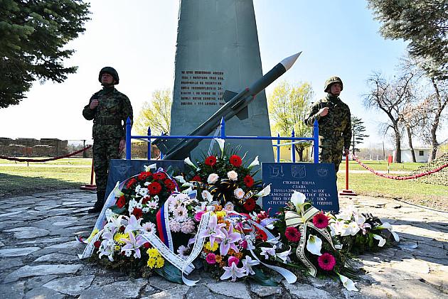 """Komemoracija u kasarni """"Jugovićevo"""" - Dan sećanja na poginule u NATO bombardovanju"""