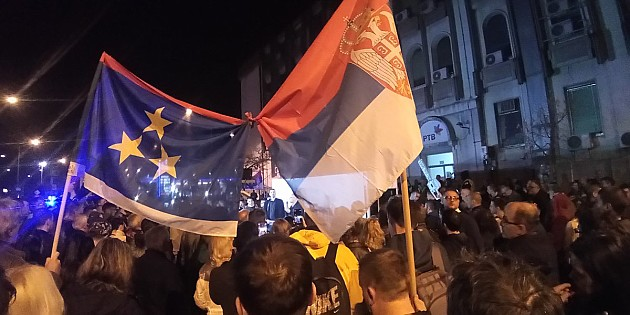 Performans i Novosadski Dnevnik uživo ispred zgrade RTV-a