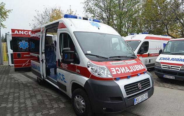 Pešak poginuo, motociklista teško povređen u udesu u Petrovaradinu