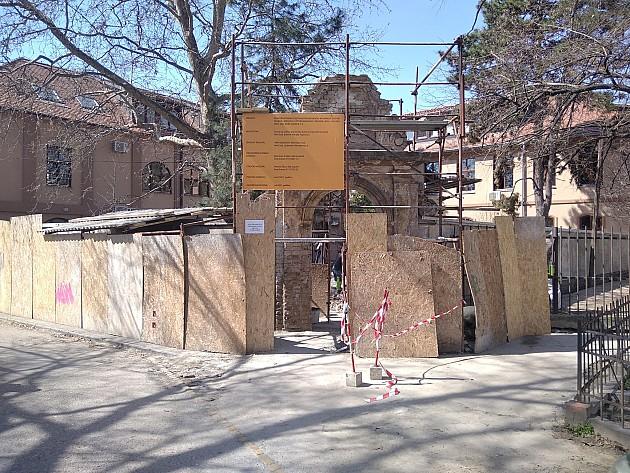 Počela rekonstrukcija barokne kapije u Nikolajevskoj porti