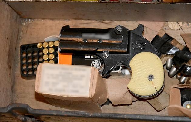 Zaplenjeno sedam kilograma marihuane, 91,7 grama kokaina, pištolj i 229 metaka