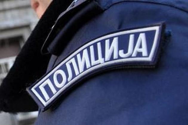 Maloletnici opljačkali vršnjaka uz pretnju pištoljem