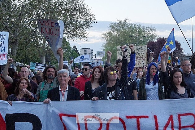 """Protest """"Protiv diktature"""" danas u podne ispred Glavne pošte"""