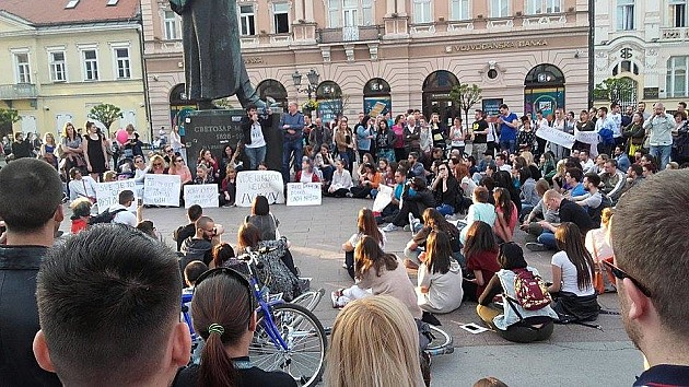 Više stotina građana protestovalo protiv diktature
