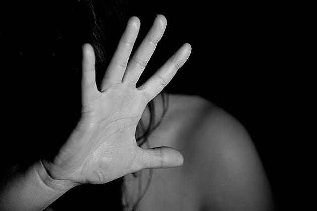 Novosađanin tukao ženu jer je sumnjao da ga vara