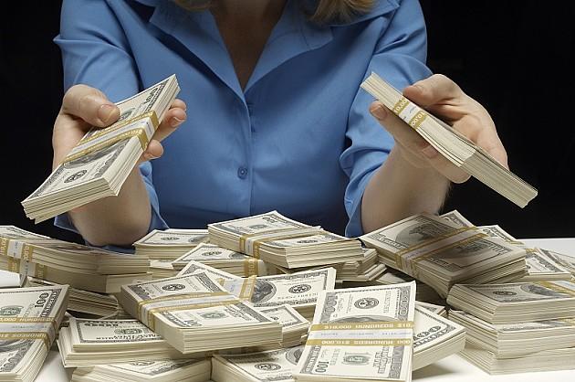 Novosađanka gatanjem prevarila Nišlijku za više stotina hiljada dinara