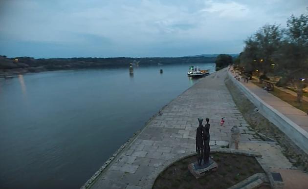 Devojka skočila sa keja u Dunav