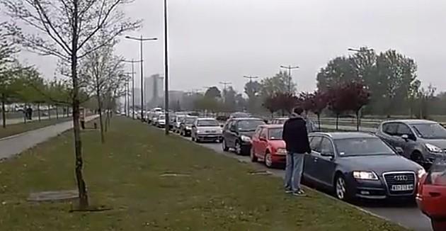 """Novosađani sopstvenim automobilima otišli na protest """"Svi kao 1 - 1 od 5 miliona"""""""