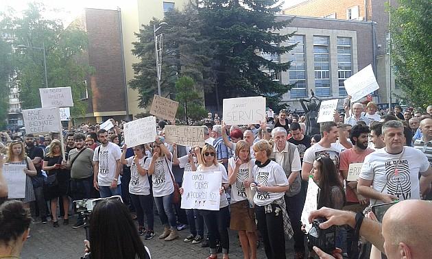 Protest zbog smena na RTV-u okupio više od 1000 građana