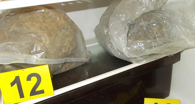 Zaplenjeno 11kg marihuane, pištolj i municija