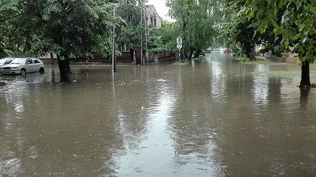 Kiša ponovo potopila Novi Sad