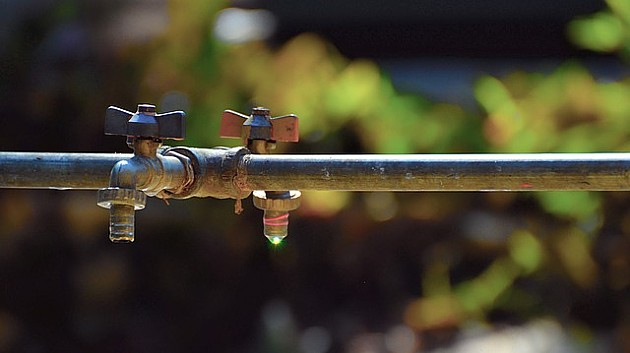 Meštanima Artiljeva nepoznata lica nude nelegalno priključenje na vodovod