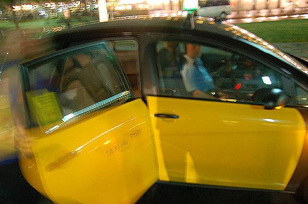 Ko ne dobije račun od taksiste ne mora da plati vožnju