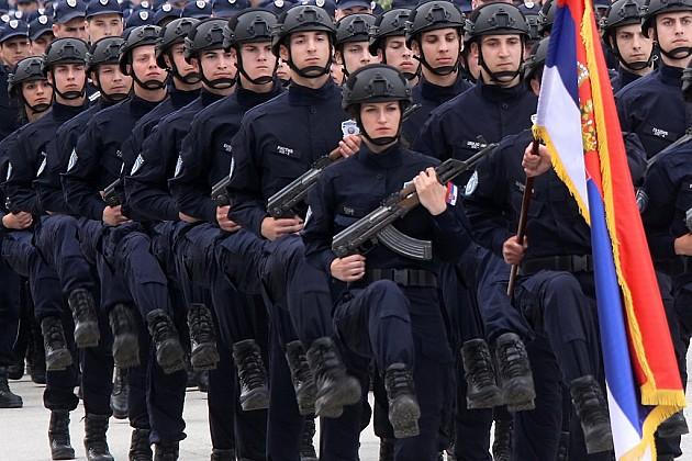 U Novom Sadu promovisano 711 policajaca i vatrogasaca, među njima 125 žena