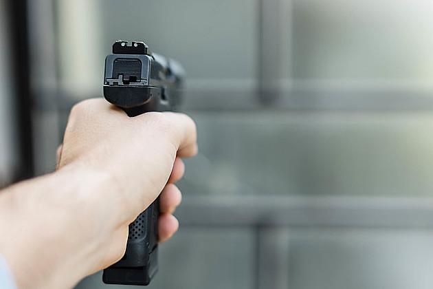 Pucao u radnika obezbeđenja kladionice i pobegao