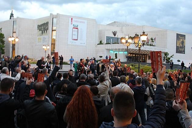 "Umesto protestne šetnje, u Novom Sadu organizovan ""otvoreni parlament"""