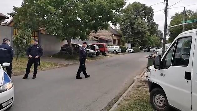 Policija zatvorila ulicu na Salajci zbog iseljenja porodice Radovanović