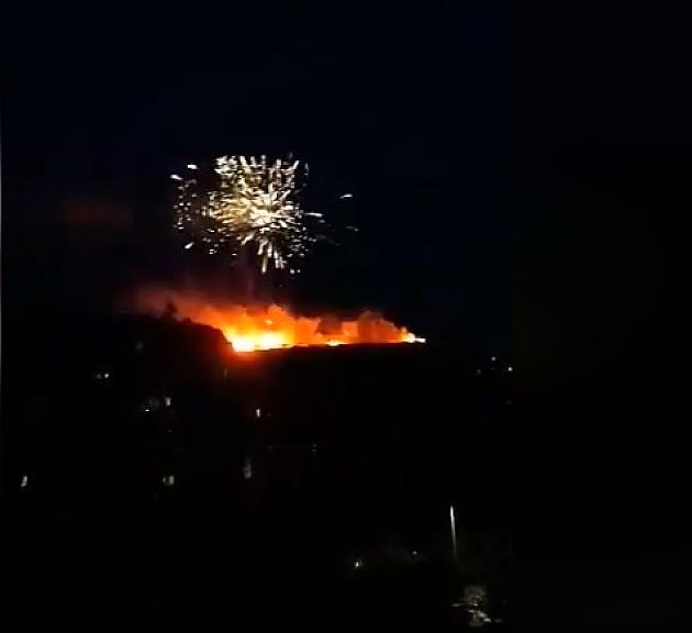 Vatromet i baklje kao podrška vlasti, reagovala policija po prijavi građana