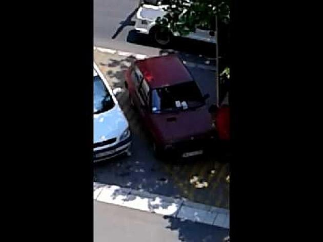 Radnik Parking servisa obio automobil?