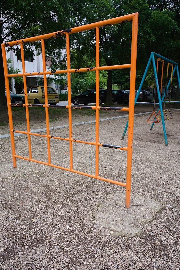 Roditelji sami uredili igralište i obezbedili deci bezbedniju igru