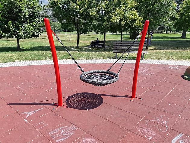 Nakon primedbi građana, proverava se bezbednost novog igrališta u Limanskom parku