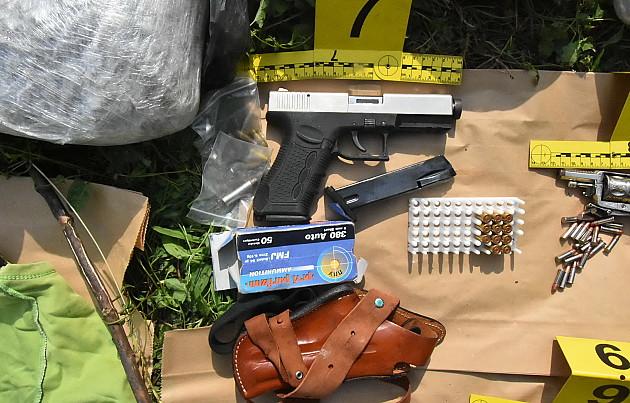 Maloletnici uhapšeni s drogom i oružjem