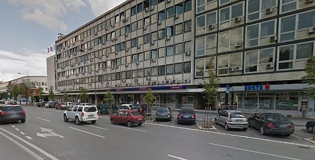 Gužve pred šalterima Poreske uprave u Novom Sadu zbog zatvaranja okolnih filijala