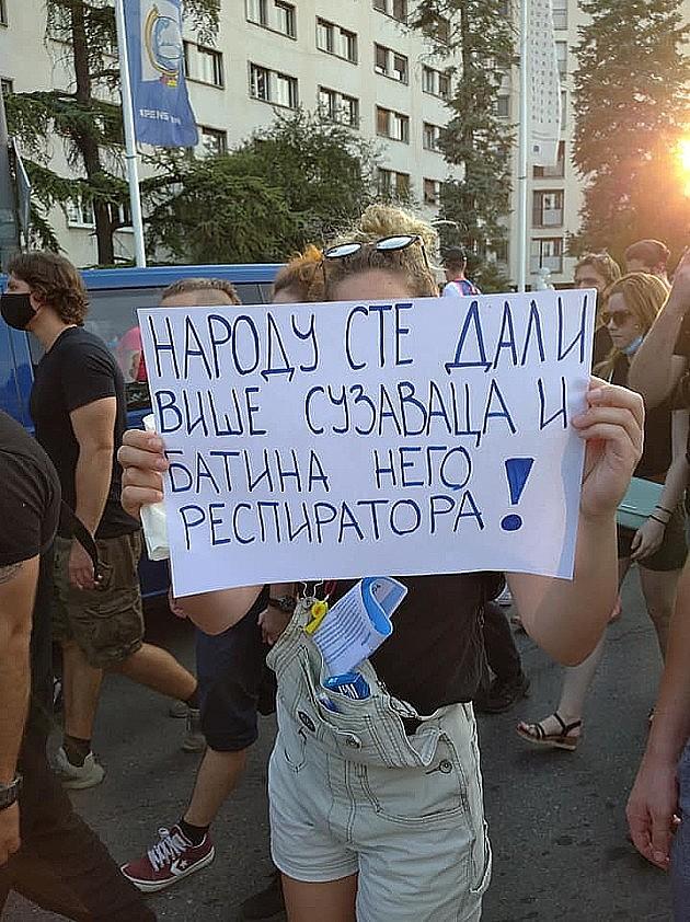 Mala grupa demonstranata sinoć protestovala u Novom Sadu
