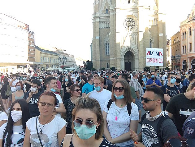 Održan protest u Novom Sadu, protestna šetnja krenula sa Trga slobode
