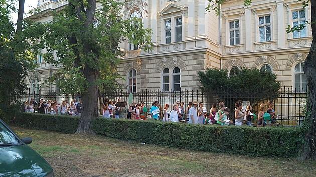 Šetnjom i peticijom čuvaju park kod Muzeja Vojvodine