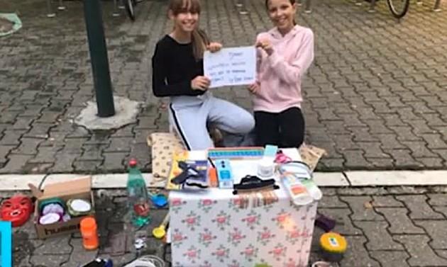 Devojčice prodaju crteže da bi kupile hranu psima lutalicama